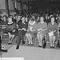 Koninklijke familie met het personeel en hun gezinnen Kerst gevierd. Tijdens de , Bestanddeelnr 915-8767.jpg