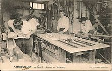 El equipo de adultos.El taller de carpintería.