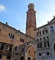 La torre dei Lamberti, Verona - panoramio.jpg