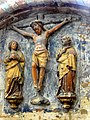 Laon (02), cathédrale Notre-Dame, chœur, bas-côté sud, bas-relief - le Christ en croix entre la Vierge de douleur et saint Jean.jpg