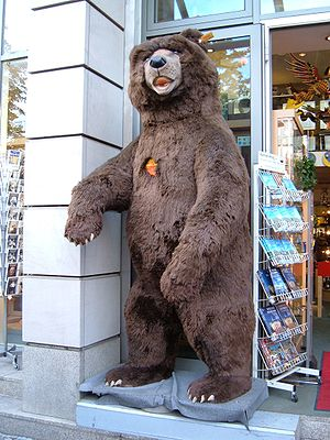 Large teddy bear outside a souvenir store on t...