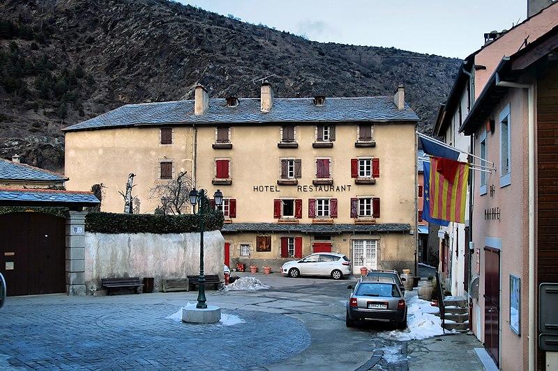File:Latour-de-Carol - panoramio (4).jpg
