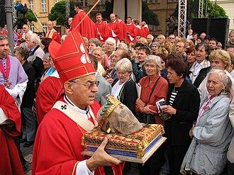Wenceslaus I, Duke of Bohemia - Cardinal Miloslav Vlk with the skull of Saint Wenceslaus during a procession on September 28, 2006