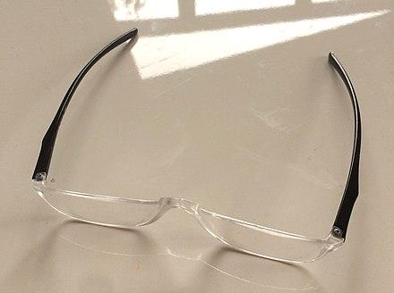 früher übliche stielbrille