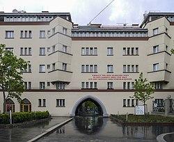 Liebknechthof oberes Tor 3.jpg