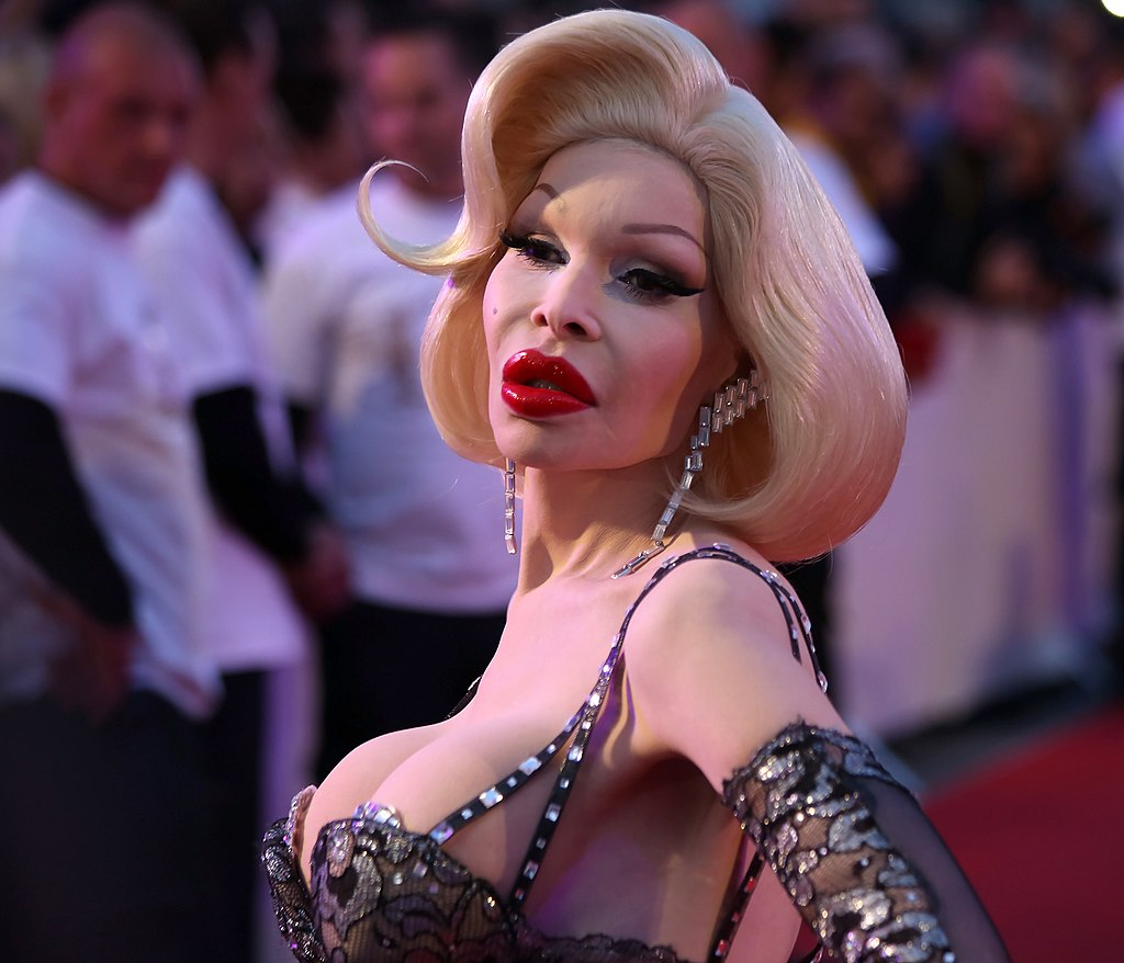 Life Ball 2014 red carpet 073 Amanda Lepore.jpg