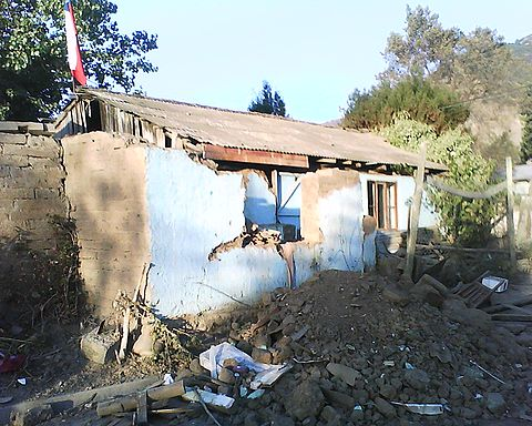 Many houses were destroyed after the earthquake in Lolol because they were old and made with rustic materials. Image: Diego Grez.