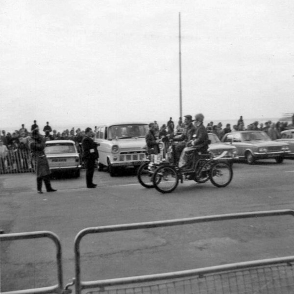 File:London to Brighton Veteran Car Run Prince Rainier and Princess Grace in 1903 De Dion Bouton taken 1968 - geograph.org.uk - 723262.jpg