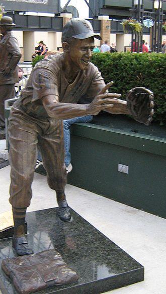 Waterloo Hawks (baseball) - Luis Aparicio Statue