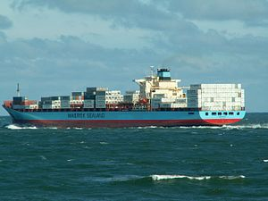 Luna Maersk p3 leaving Port of Rotterdam, Holland 10-Aug-2005.jpg