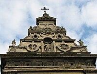 Щит-фронтон костелу
