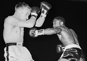 Davey Moore (boxer, born 1933) - Moore (right) vs. Olli Mäki in 1962