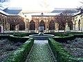 Maastricht, Sint-Servaasbasiliek, pandhof met noordelijke kruisgang.jpg