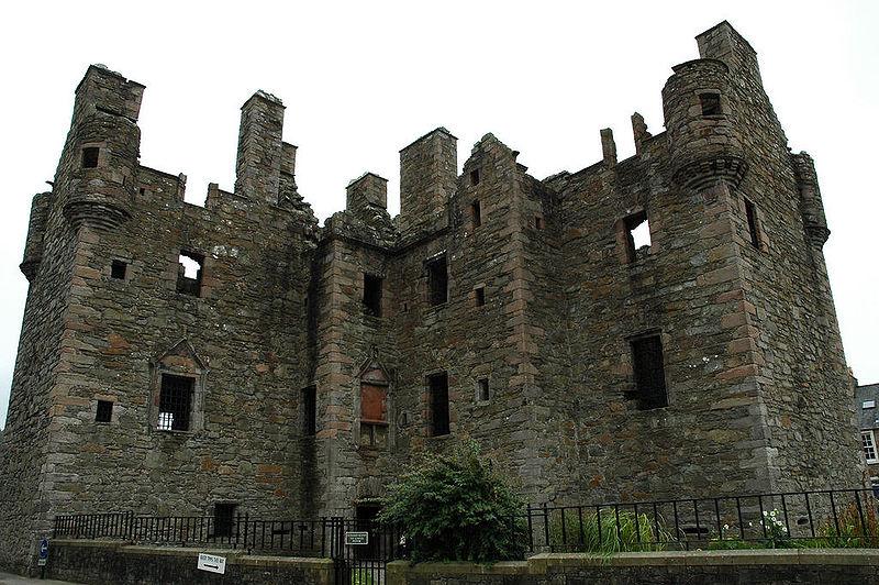 File:MacLellan's Castle.jpg