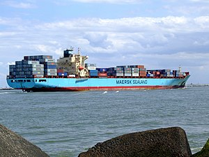 Maersk Gateshead p09 approaching Port of Rotterdam, Holland 08-Jul-2007.jpg