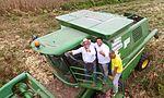 Maquinário agrícola do governo auxilia na colheita de milho em Capixaba (26945233050).jpg