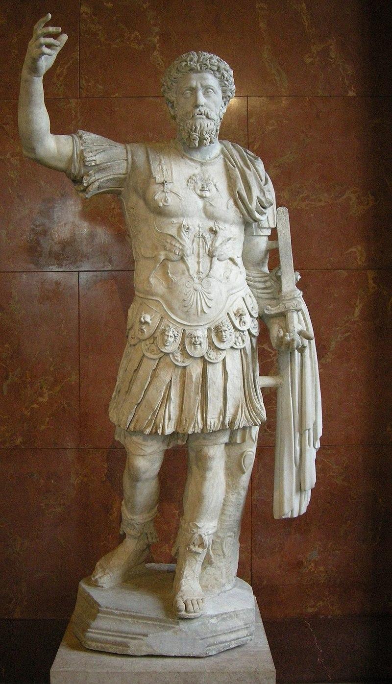 Mark Aurel in militärischer Rüstung (Paris, Louvre): wiki commons: CC BY 2,5.