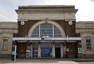 Maxwell Fry - Margate railway station facade