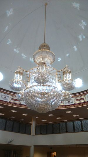 Madina Mosque (Sheffield) - Chandelier under the dome