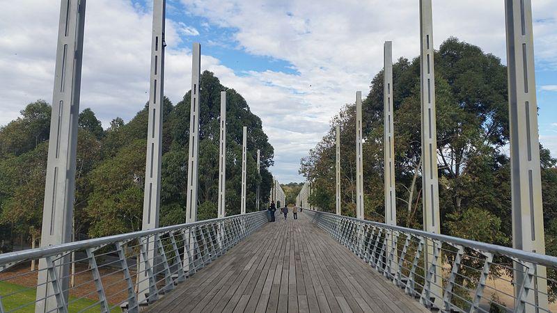 File:Melbourne pedestrian bridge birrarung marr.jpg