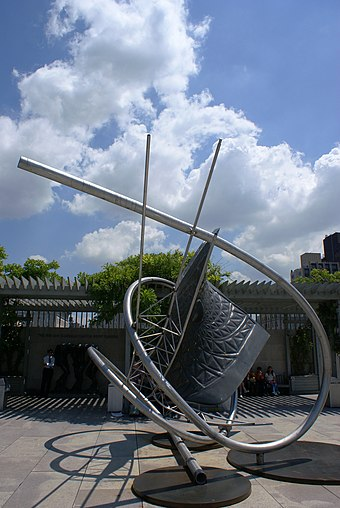 Memantra by Frank Stella on exhibit in the roof garden. Memantra pic.JPG
