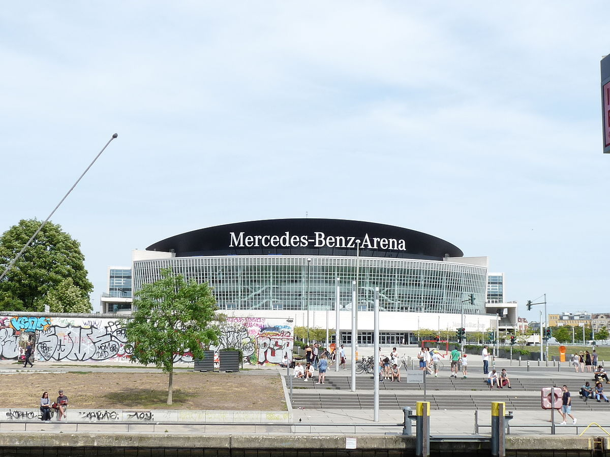 Mercedes benz stadium with the mercedes benz stadium owner for Mercedes benz arena
