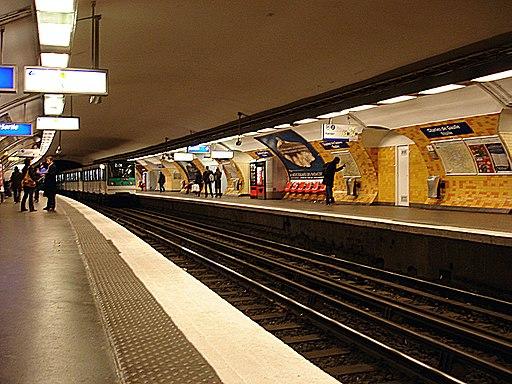 Metro Paris - Ligne 2 - station Etoile 01