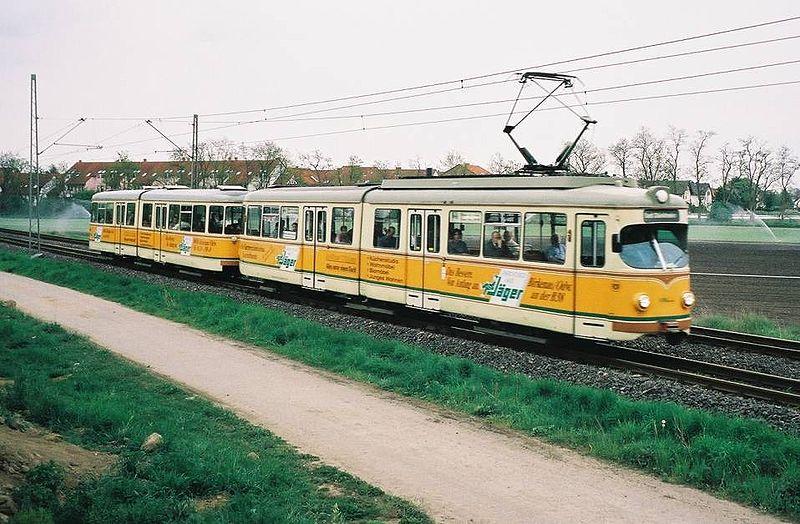 Mh RHB GT6 mit gelenkbeiwagen.jpg