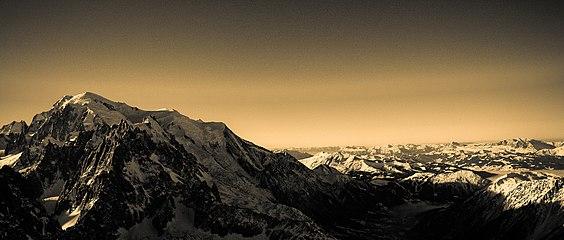 Mont Blanc 235 1.jpg