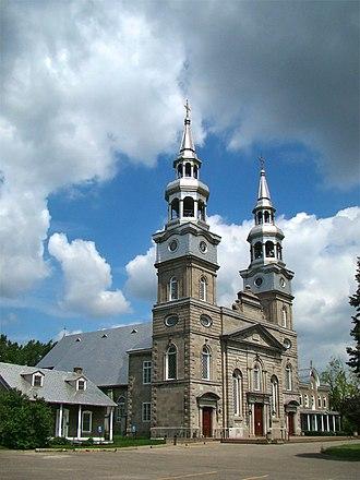 Church of La Visitation-de-la-Bienheureuse-Vierge-Marie - Image: Montreal Visitation 1 tango 7174