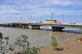 Malaysia Federal Route 5 - Sultan Salahuddin Abdul Aziz Shah Bridge (Kuala Selangor) (left) and Sultan Ismail Bridge (Muar)(right), two major bridges along the Federal Route 5