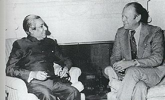 History of Bangladesh after independence - Bangladesh's founding leader Sheikh Mujibur Rahman, as prime minister, with US President Gerald Ford at the Oval Office in 1974