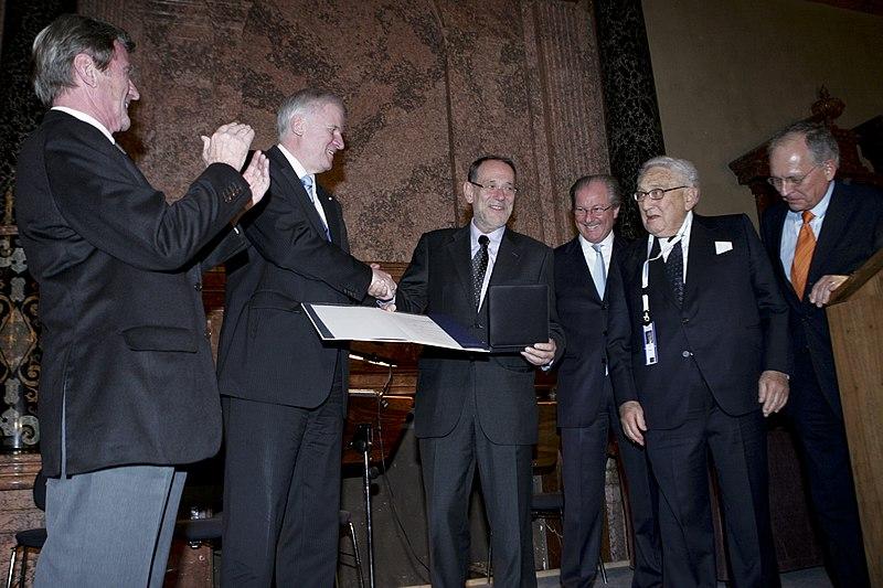 File:Munich Security Conference 2010 - Medaille 8 von 9.jpg