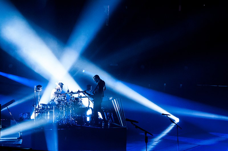 File:Muse at Air Canada Centre.jpg