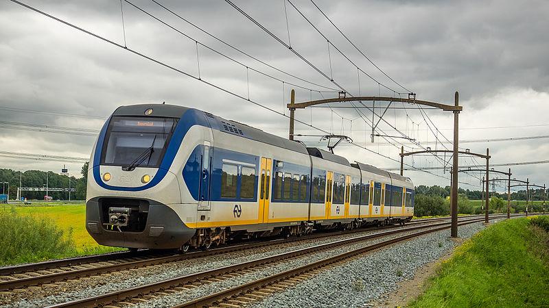 NSR - Sprinter Lighttrain (SLT) - Wieldrechtse Zeedijk - Dordrecht (22087244596).jpg