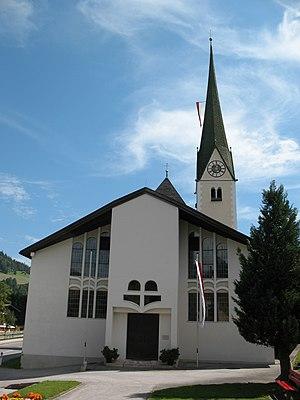 Niederau,_Kath._Pfarrkirche_hl._Sixtus.JPG
