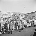 Nieuw aangekomen emigranten (oliem) in het doorgangskamp St. Lucas bij Haifa bij, Bestanddeelnr 255-1162.jpg