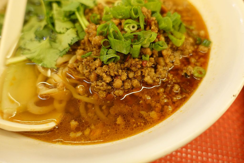 File:Noodles in soup with spicy ground pork, Tasty Nouilles