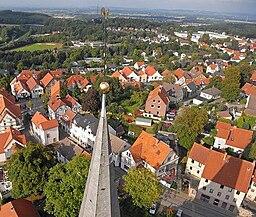 Oerlinghausen Kirchturmspitze mit Flugroboter fotografiert