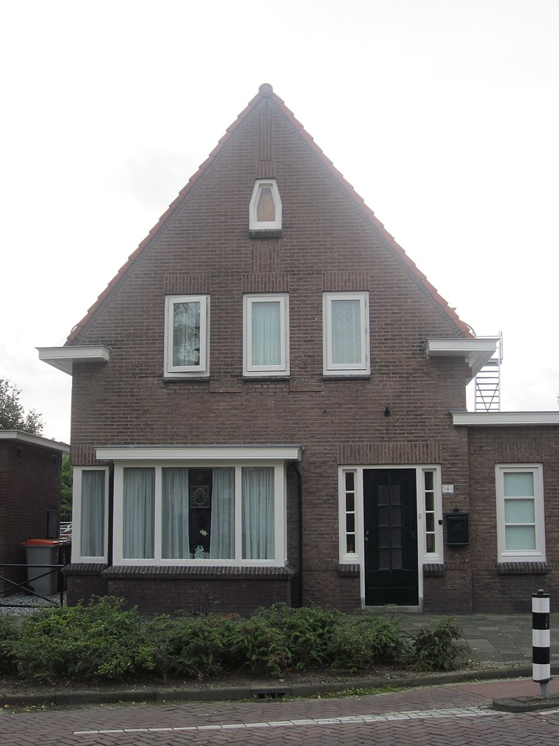Old gaslighted house in naaldwijk monument for Classic house nl