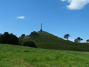 Auckland volcanic field - One Tree Hill and its obelisk