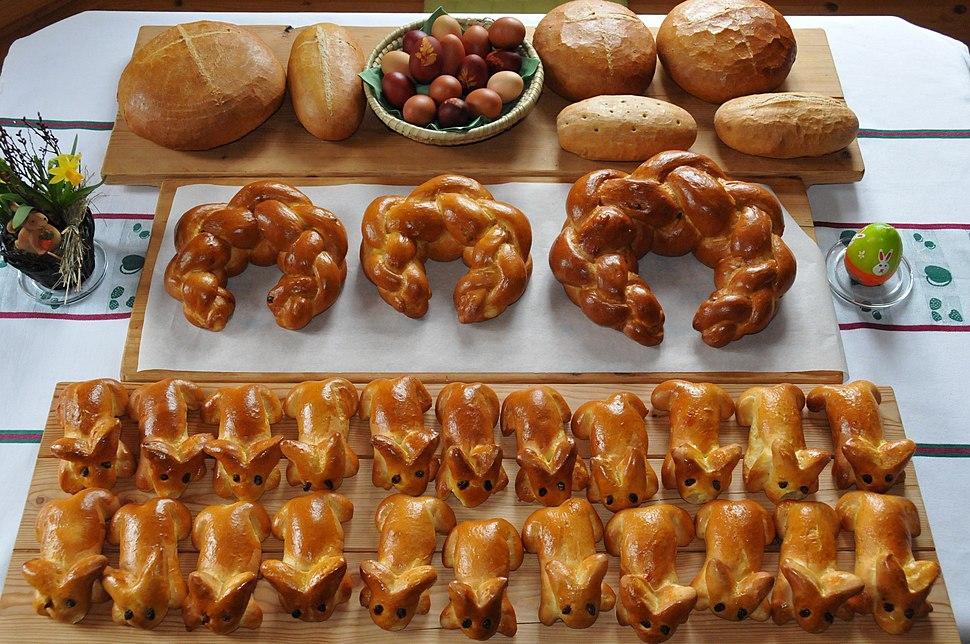 Oster-Striezel Zopf Brot Easter breads Kipfel Hasen