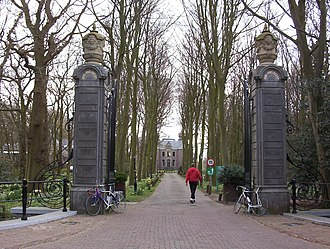 Oud Poelgeest - Oud Poelgeest gate, Herman Boerhaave's home in Leiden, seen from the entrance on the back side.