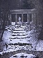 Palais de Pavlovsk - colonnade d'Apollon.jpg