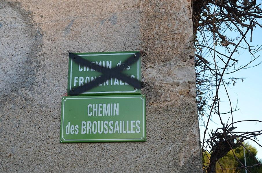 Panneau Chemin des Brousailles à Toussieux.