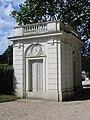 Pavillon gauche du château de Bagatelle.jpg