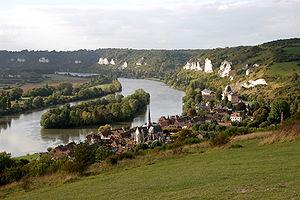 Le village de Petit Andely (Les Andelys), vu d...