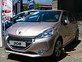 Peugeot 208 1.2 VTi Active 2013 (9669510502).jpg