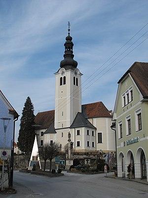 Pfarrkirche Sankt Ruprecht an der Raab, davor das Foucaultsches Pendel