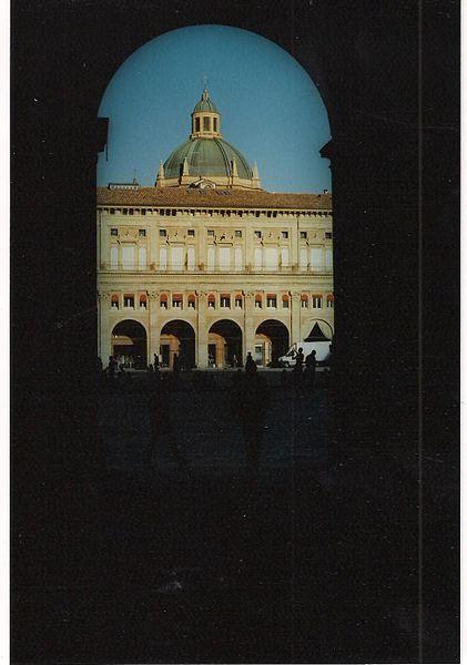 File:Piazza Maggiore, scorcio.jpg